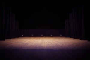 pustaya-scena-teatrea-tfmstone